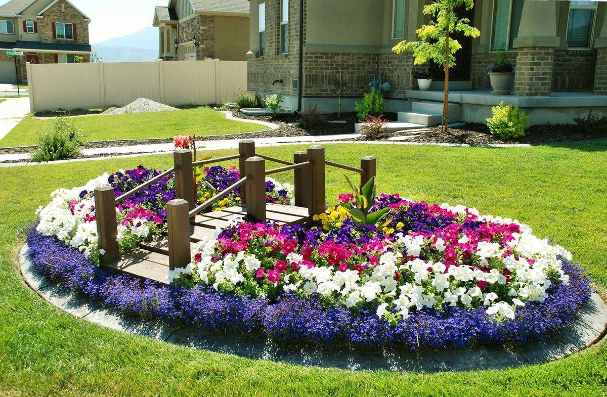 Цветник своими руками во дворе дома