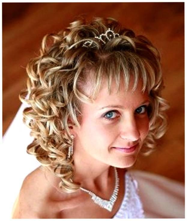 Свадебные прически с челкой на средний волос в греческом стиле