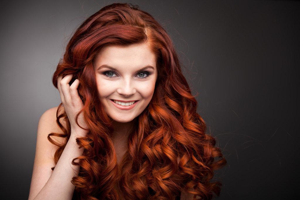 Укладка для длинных рыжих волос 62