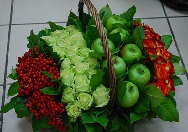 Букеты из цветов с фруктами