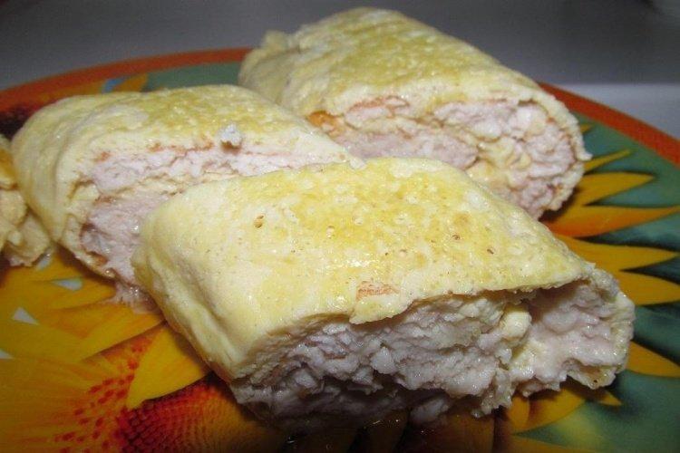 Рулет с сыром и яйцом и фаршем с фото