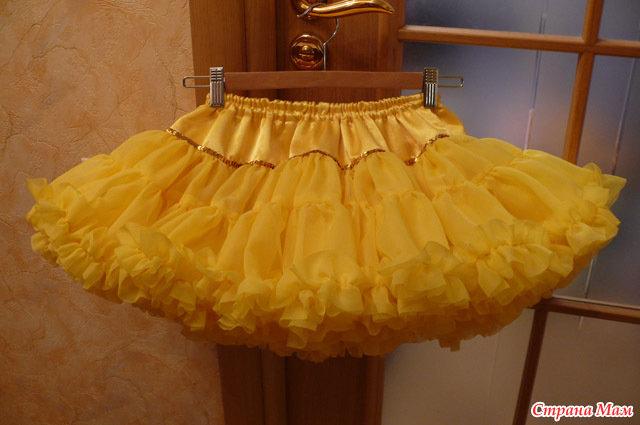 Платье с шифоновым шлейфом
