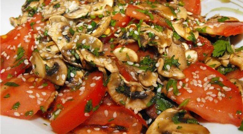Салат с помидорами и грибами рецепт