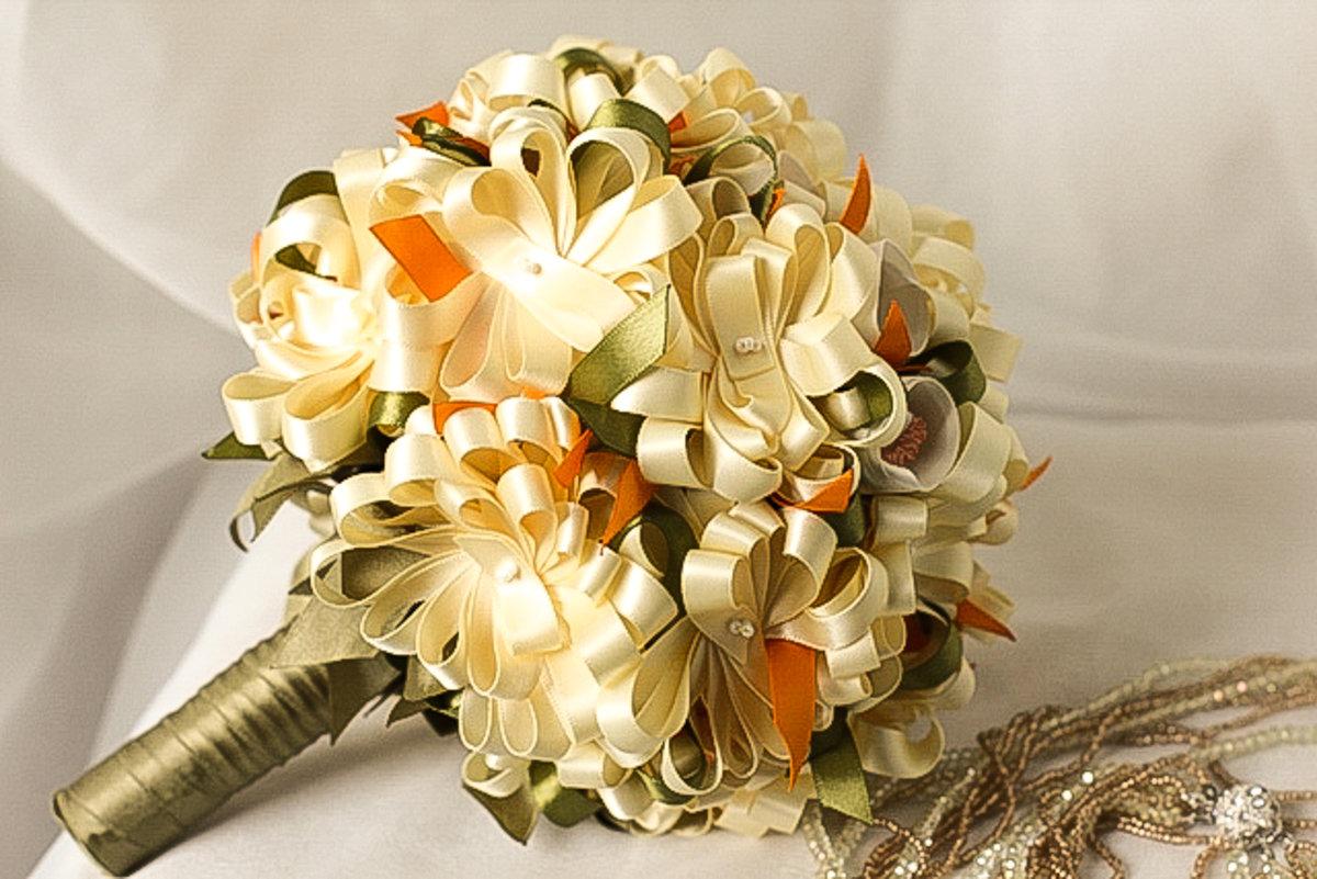 Букет невест из атласных лент своими руками 73