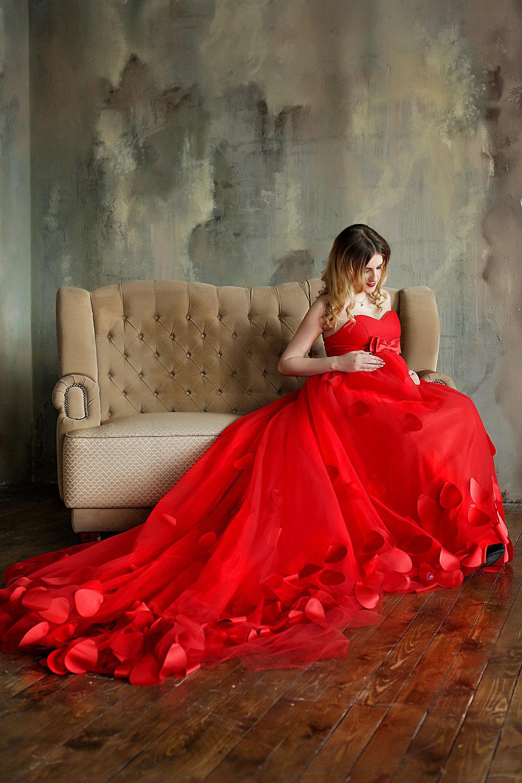 Фото девушек в длинных платьях дома