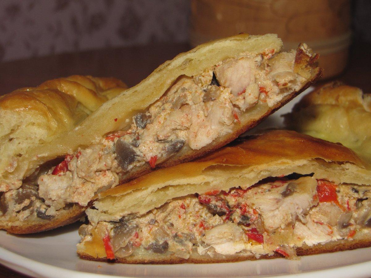 Пирог из слоеного теста с курицей и сыром рецепт пошагово