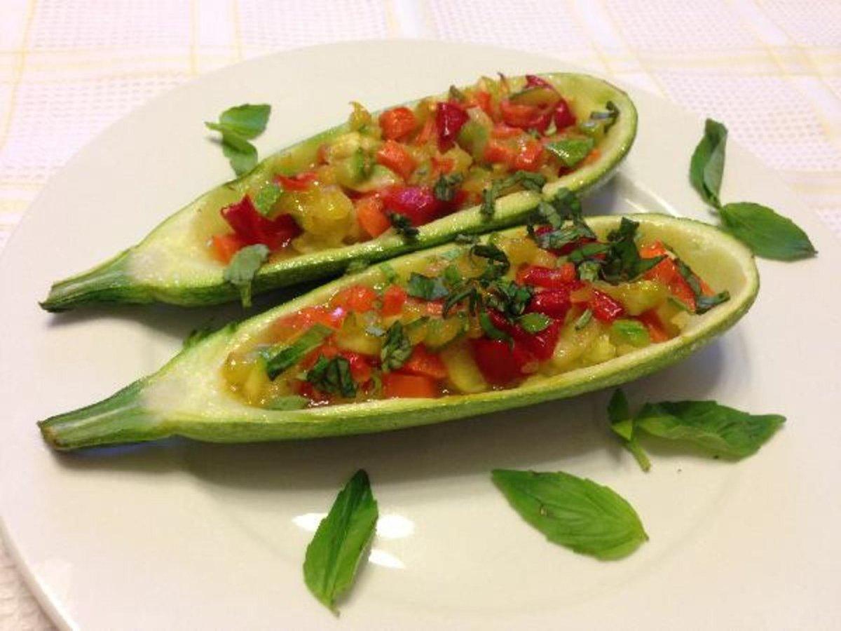 Кабачки фаршированные овощами рецепт