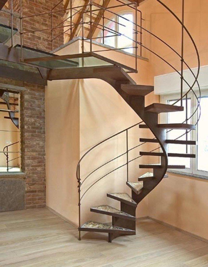 Винтовая лестница на косоурах