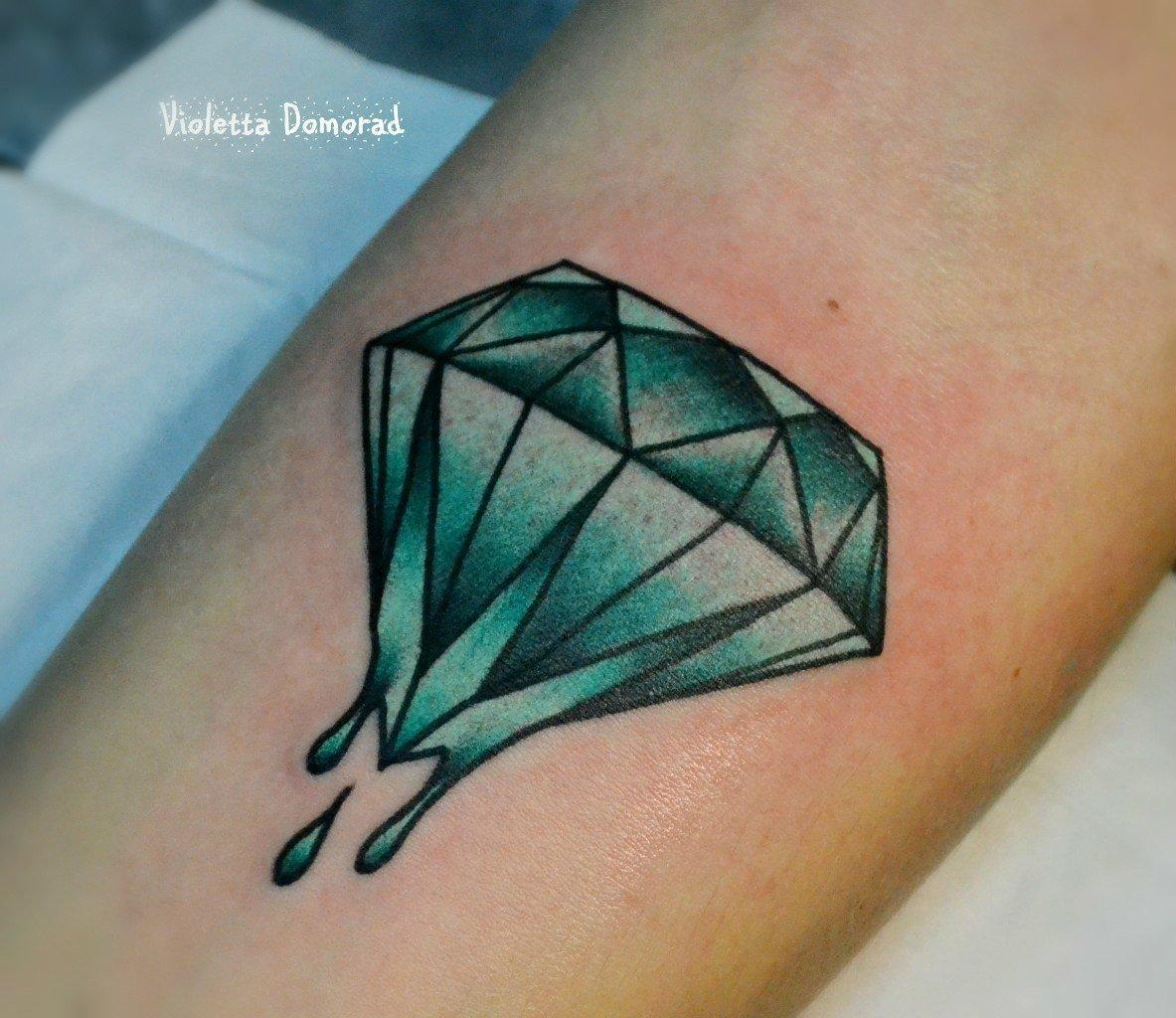 Что означает тату бриллиант на ноге