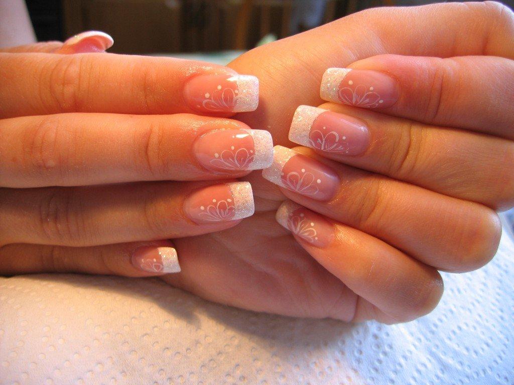 Наращивание ногтей белый