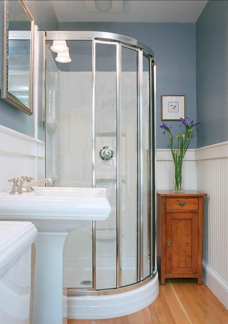 Душевая кабина в интерьере маленькой ванной фото