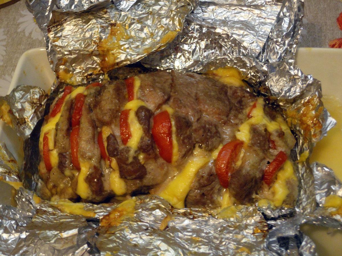 Как запечь мясо в фольге в духовке фото пошагово