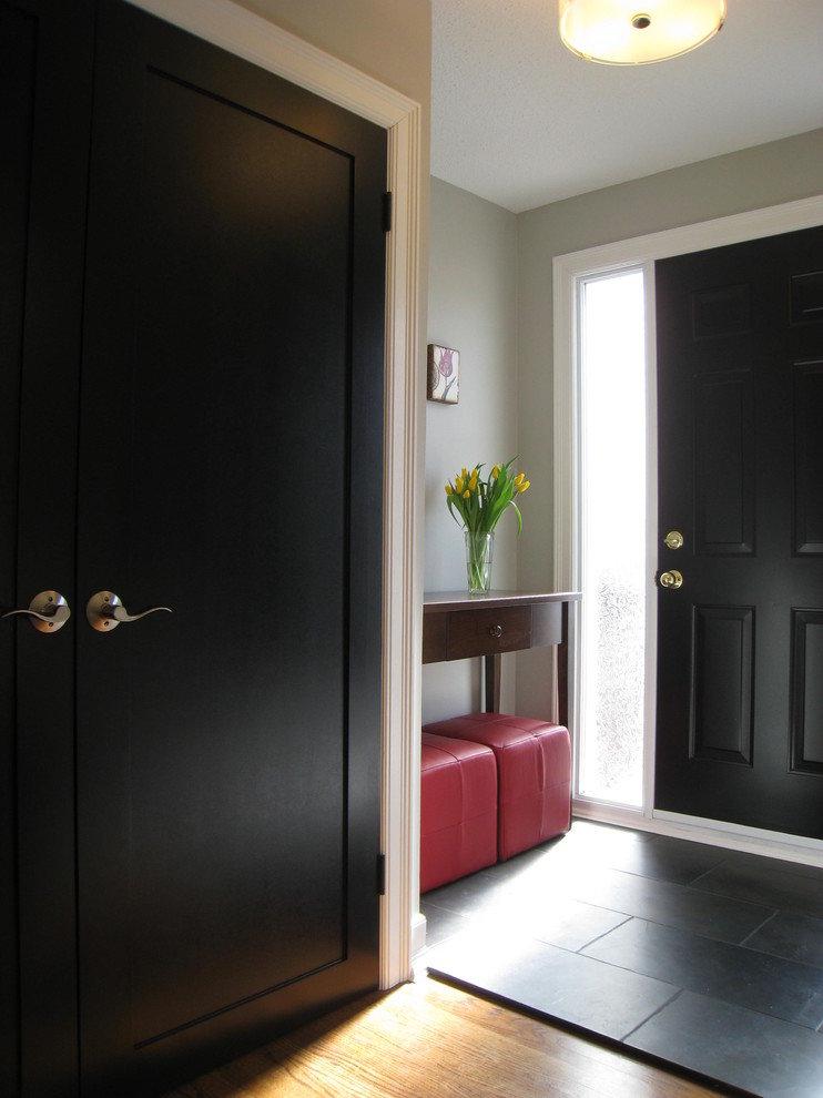 Темные входные двери в интерьере фото