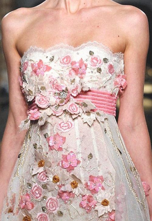 Украсить платье атласными лентами своими руками 25