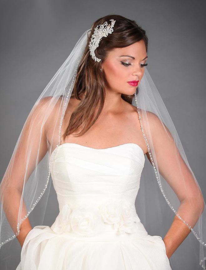 Прически на венчание с фатой