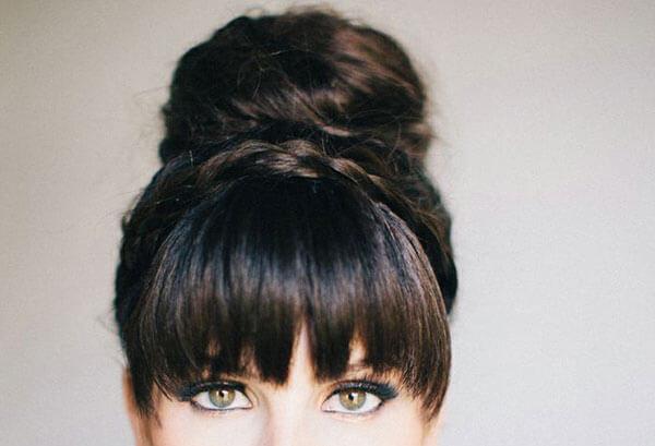 Прически на густые волосы с челкой