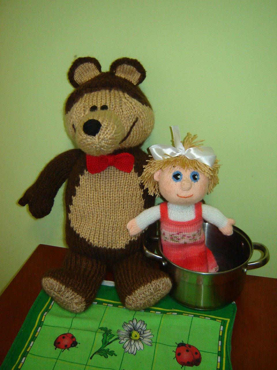 Маша и Медведь из пластиковых бутылок и монтажной пены