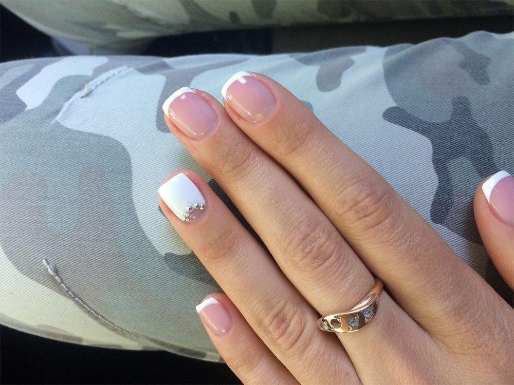 Маникюр на маленьких квадратных ногтях фото