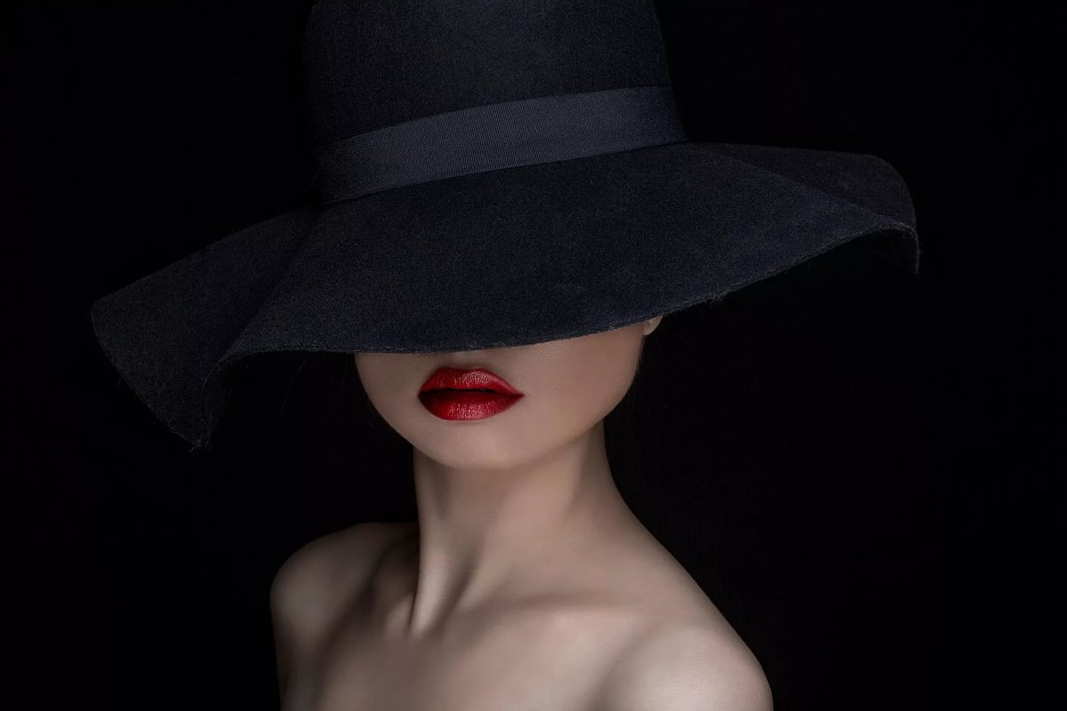Девушки на аву фото в шляпе