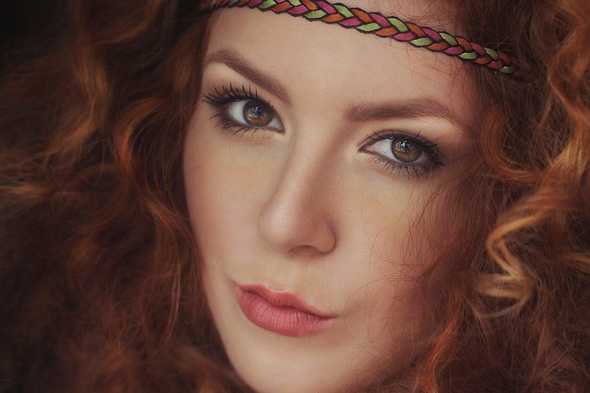 Макияж для рыжих волос и карих глаз