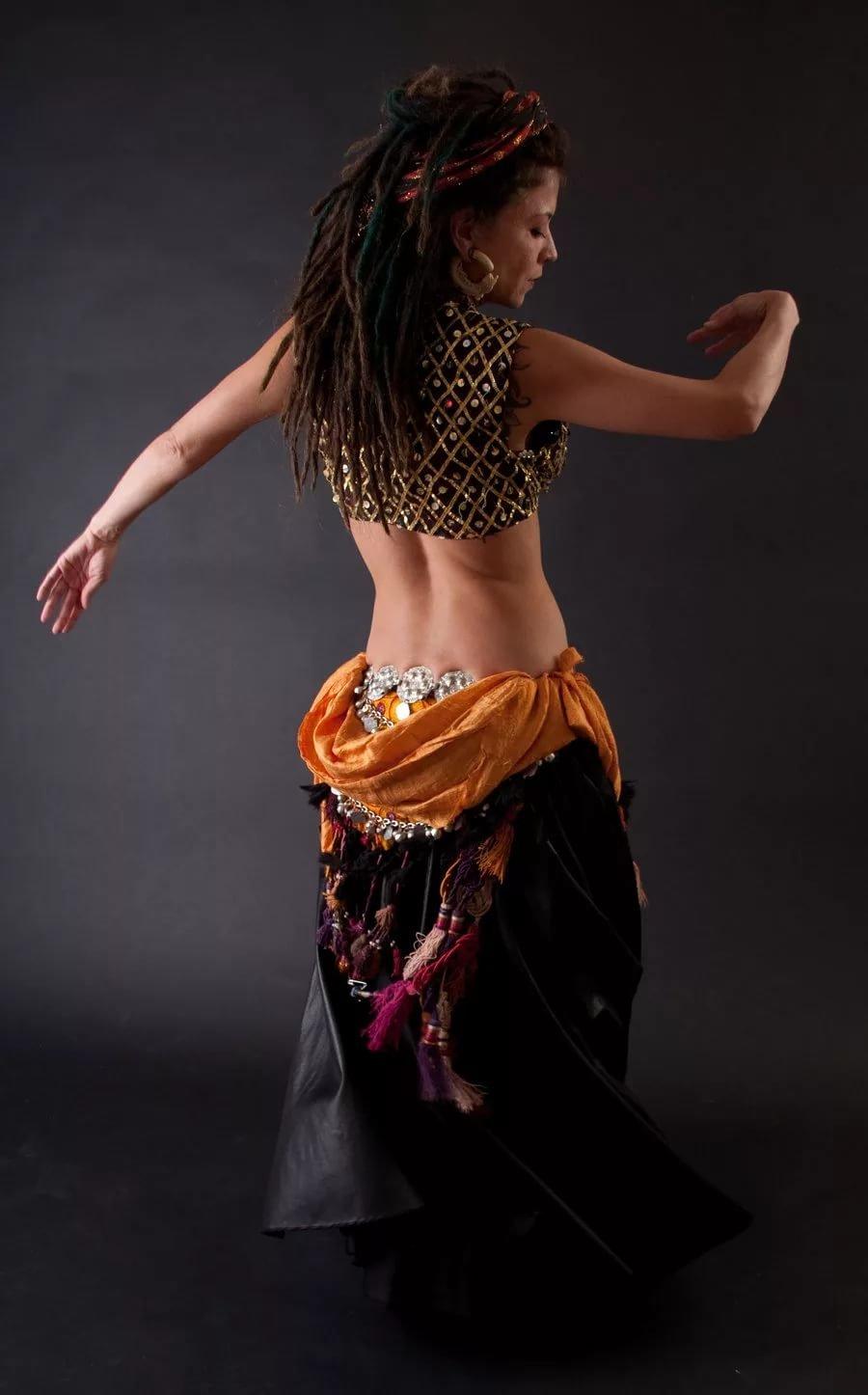 Смотреть фото девушек танцующих танец живота