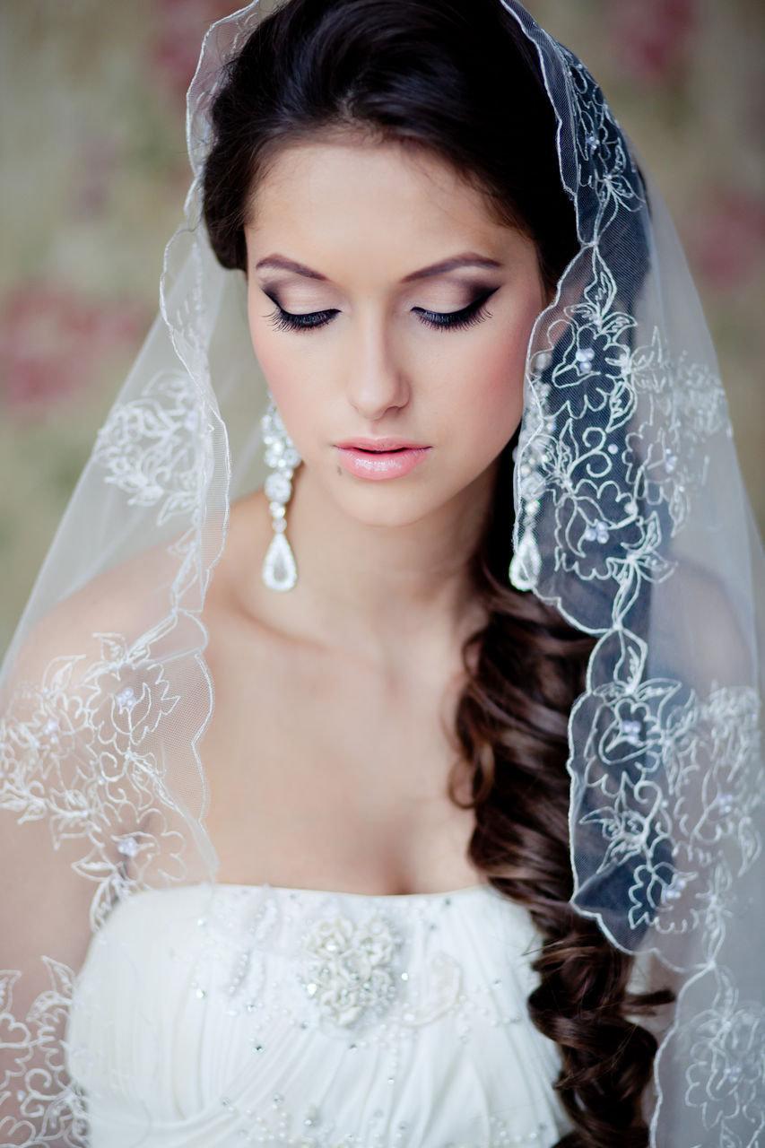 Самые красивые свадебные причёски с фатой фото