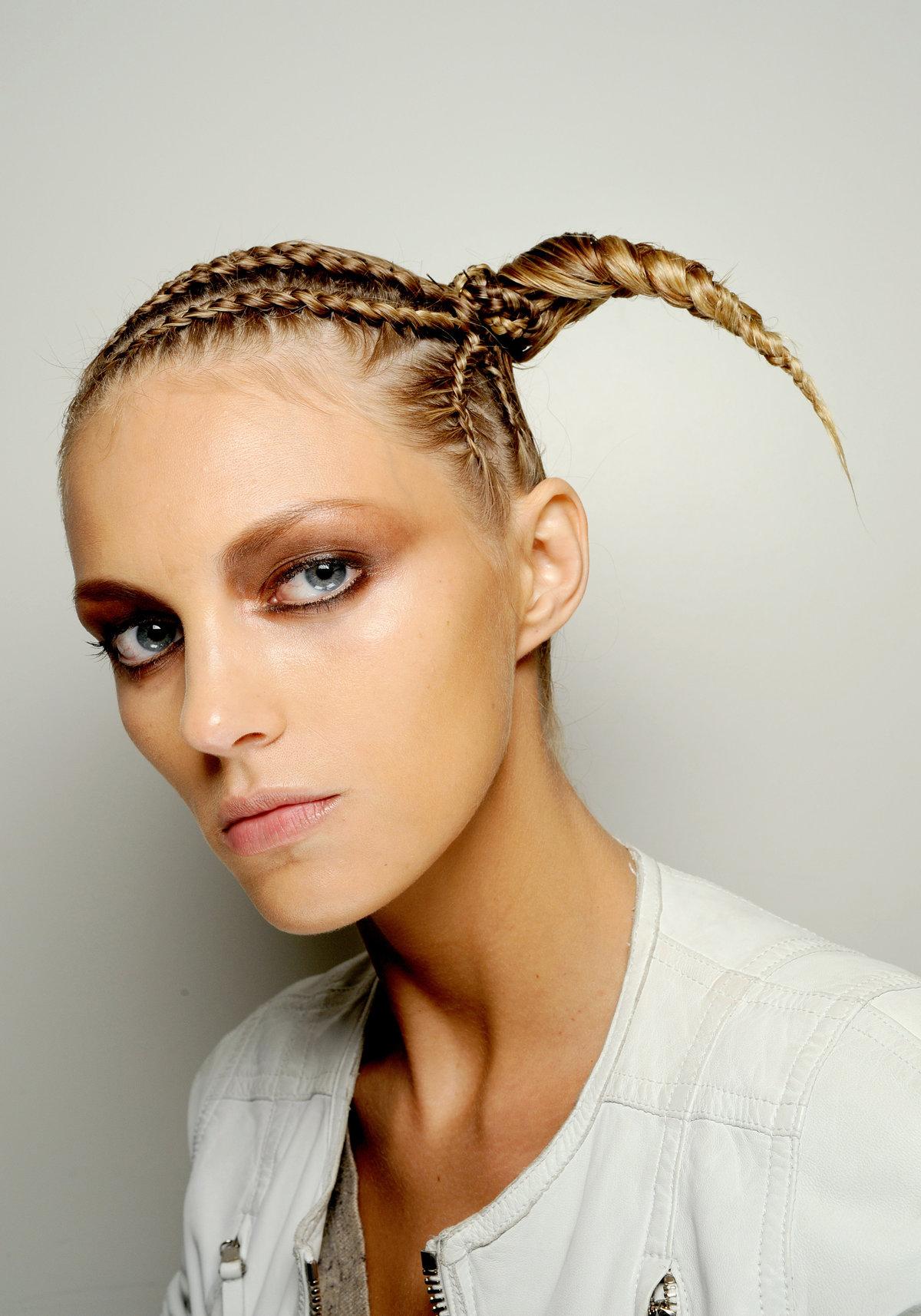 Прическа с косой на средние волосы