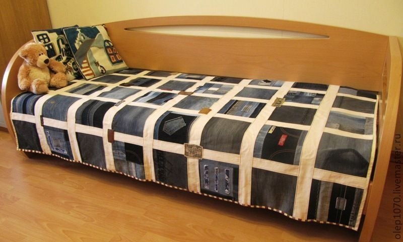 Покрывало на кровать своими руками из джинсов 14