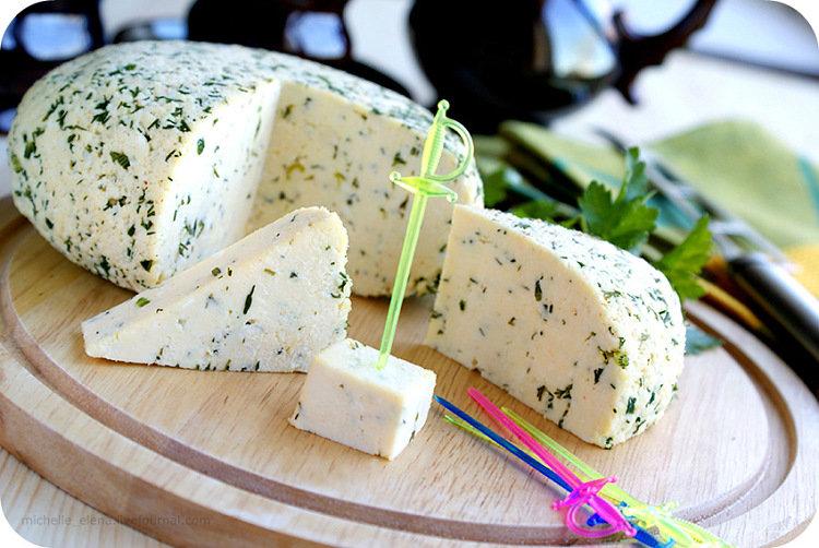 Сыр с орехами в домашних условиях