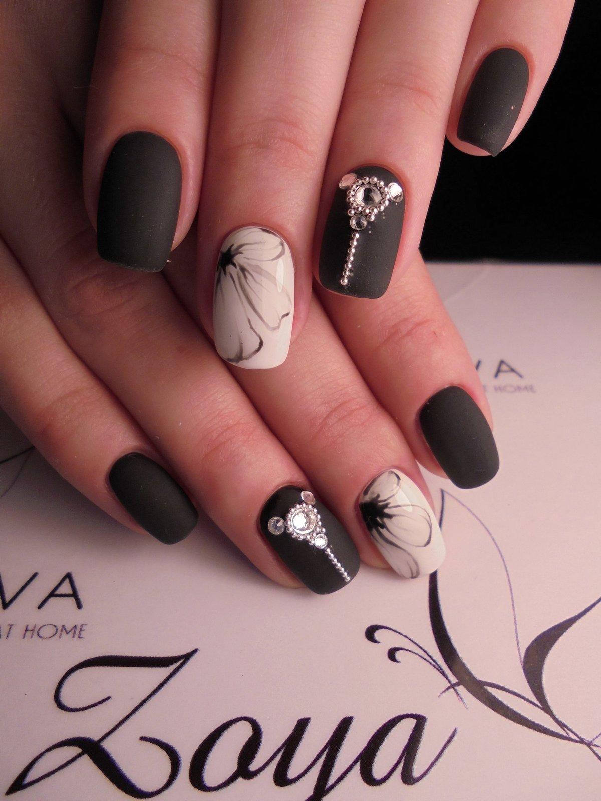 Матовые ногти с дизайном