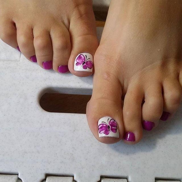 Дизайн бабочки на ногах