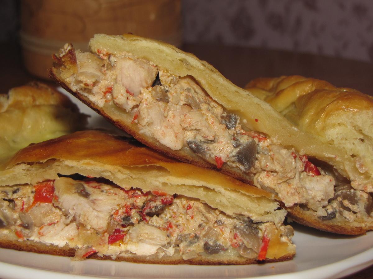 Пирог с грибами из слоеного теста рецепт