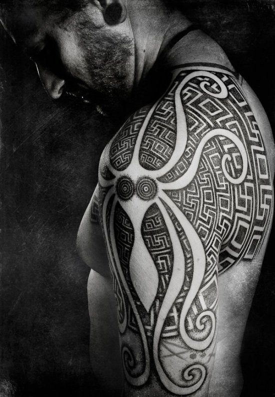 Геометрические тату для мужчин