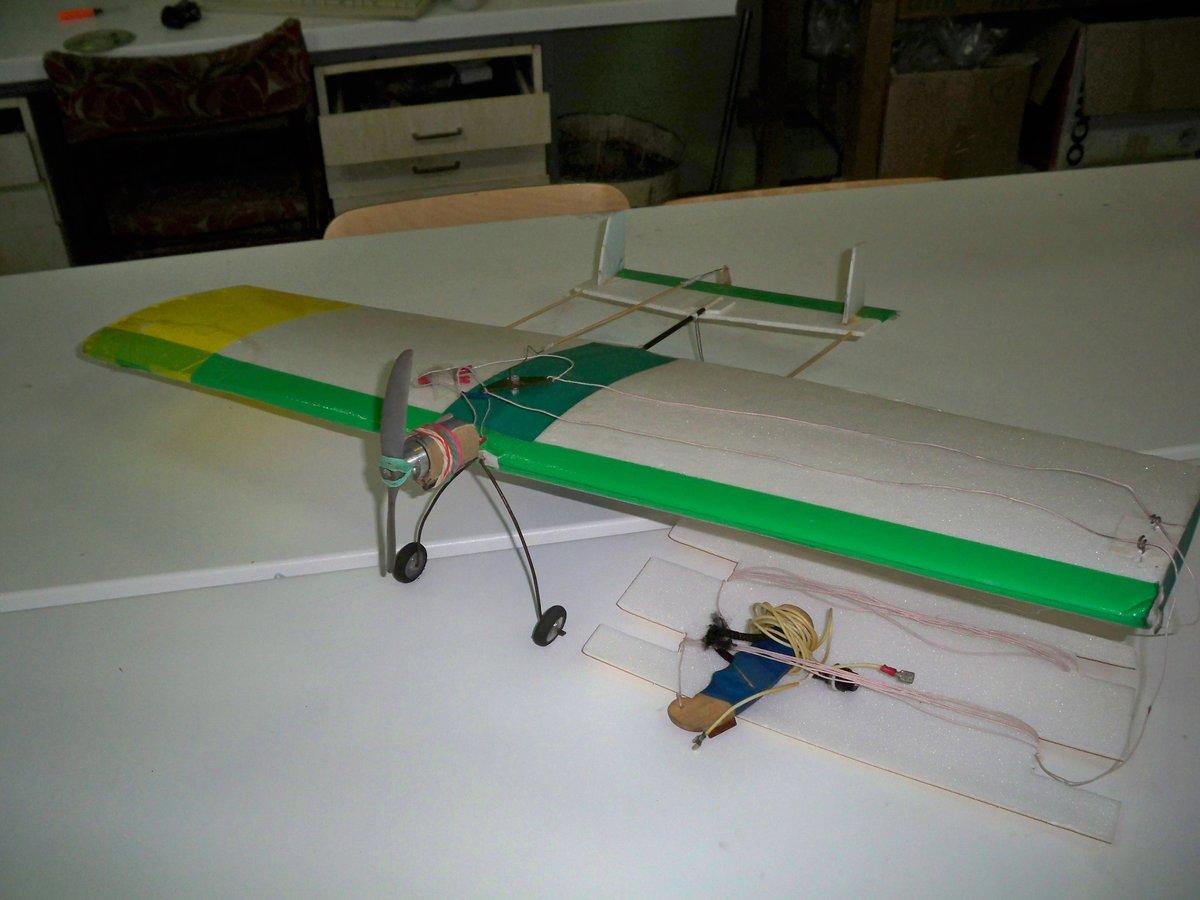 Радиоуправляемый самолёт своими руками с двигателем 26