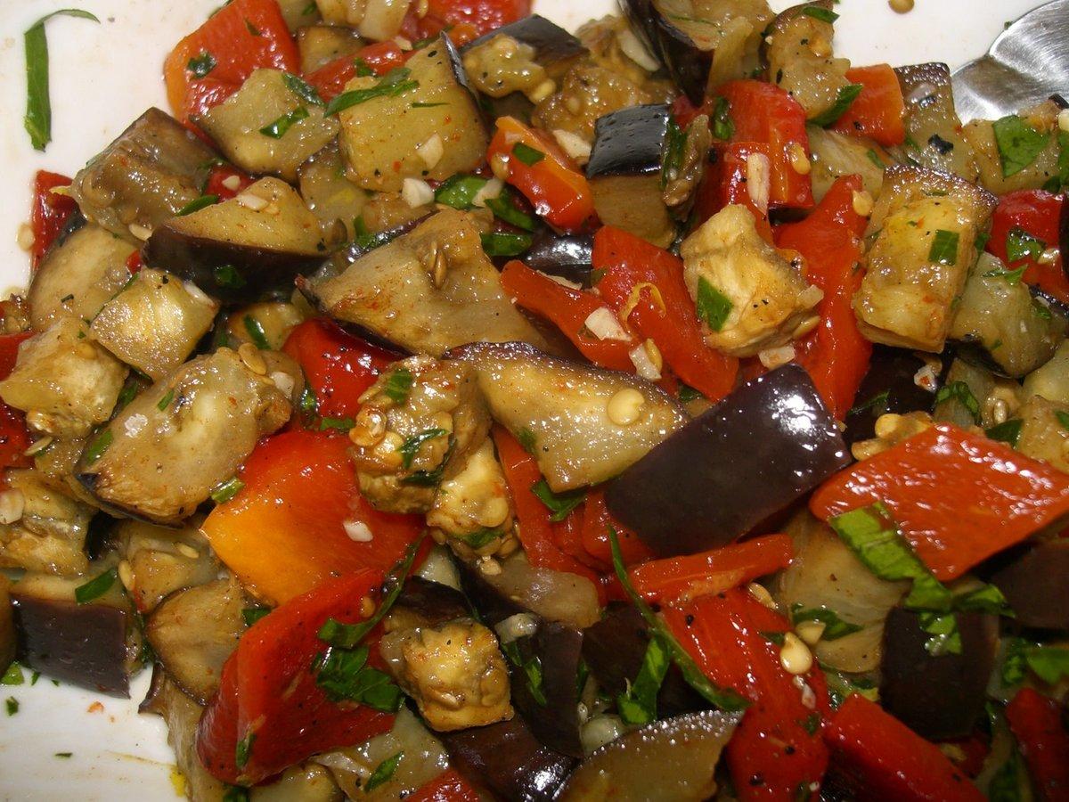 Салат из запеченных баклажан пошаговое фото