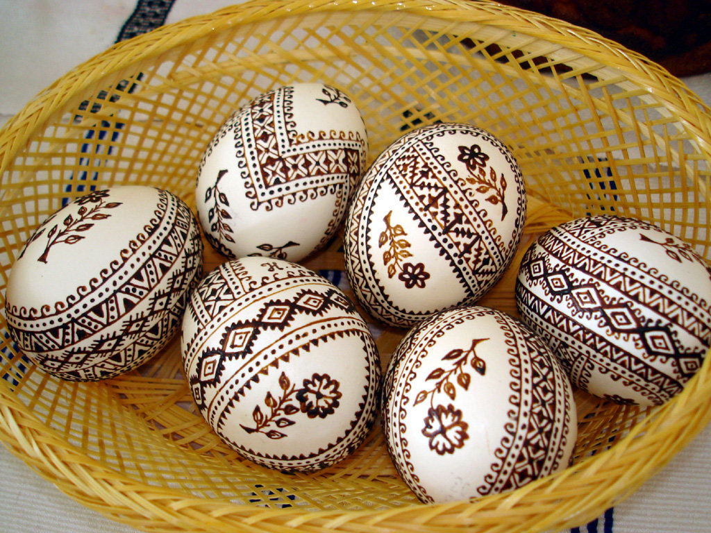 Пасхальные узоры на яйцах