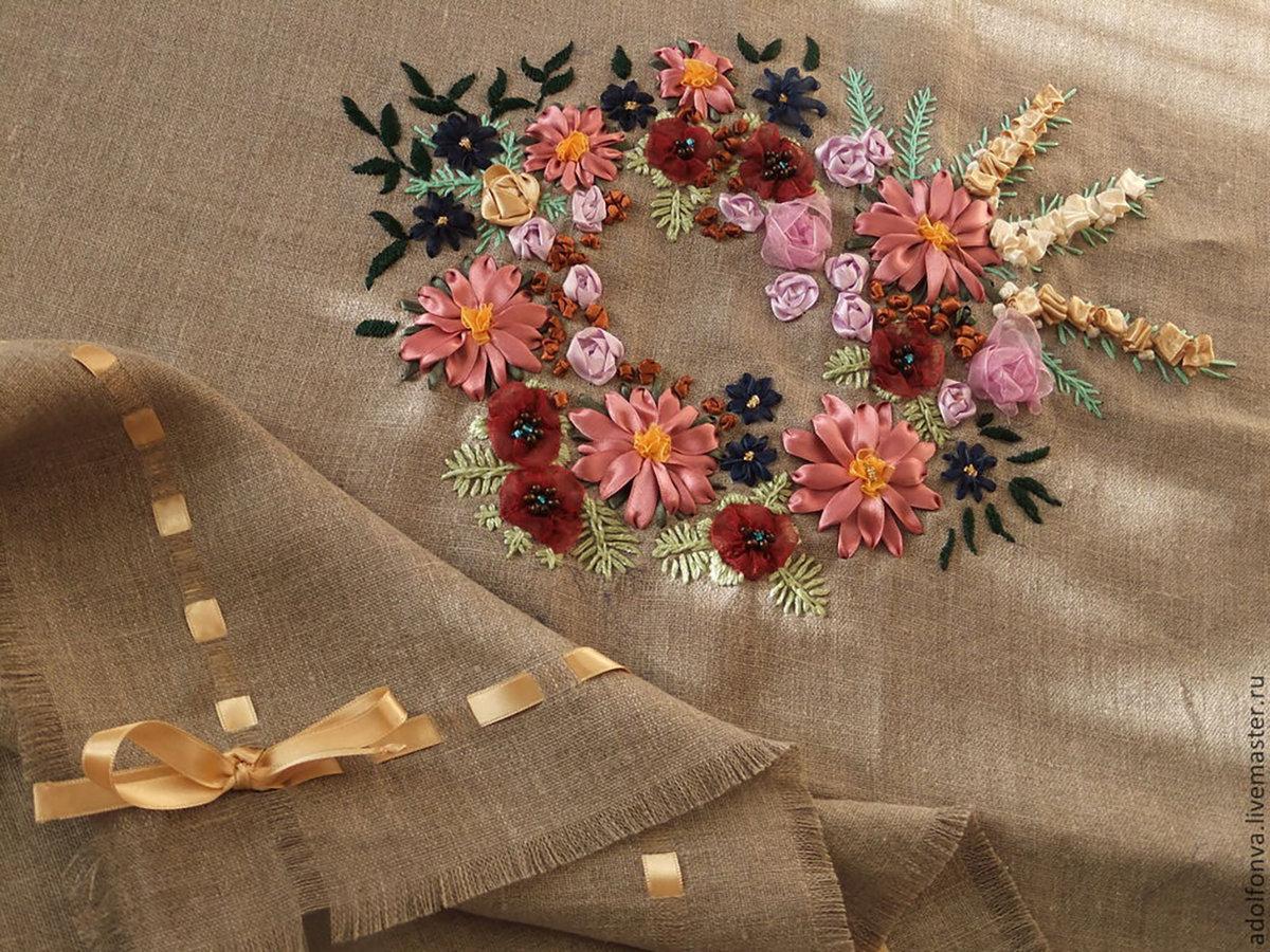 Вышивка скатерти атласными лентами