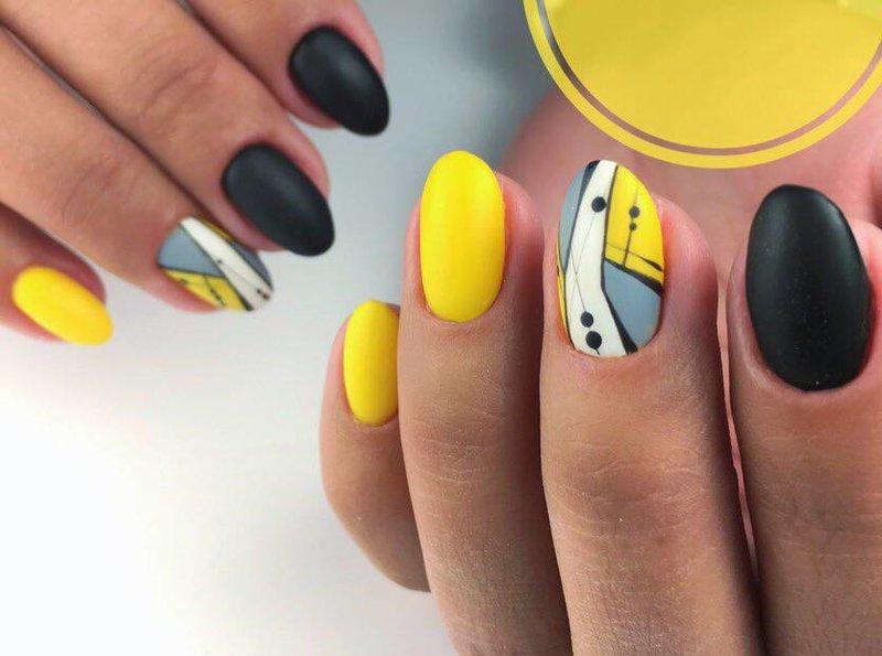 Педикюр желтый с черным