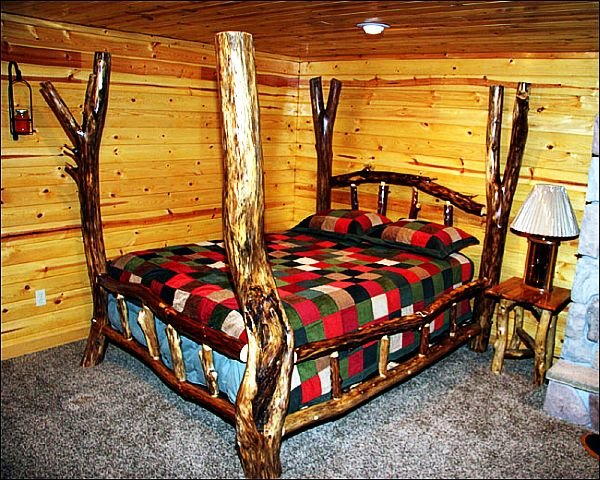 Кровать из бревен сделать своими руками 77
