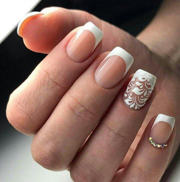 Белый френч на ногтях 2017-2018 со стразами