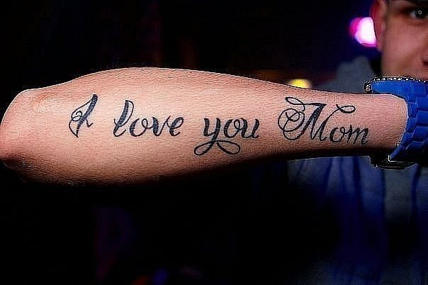 Тату на руке любви достойна мама