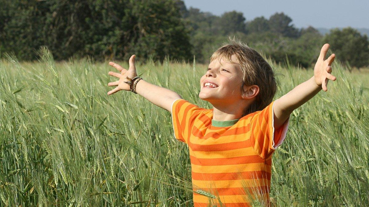 Фото ребенка летом на природе