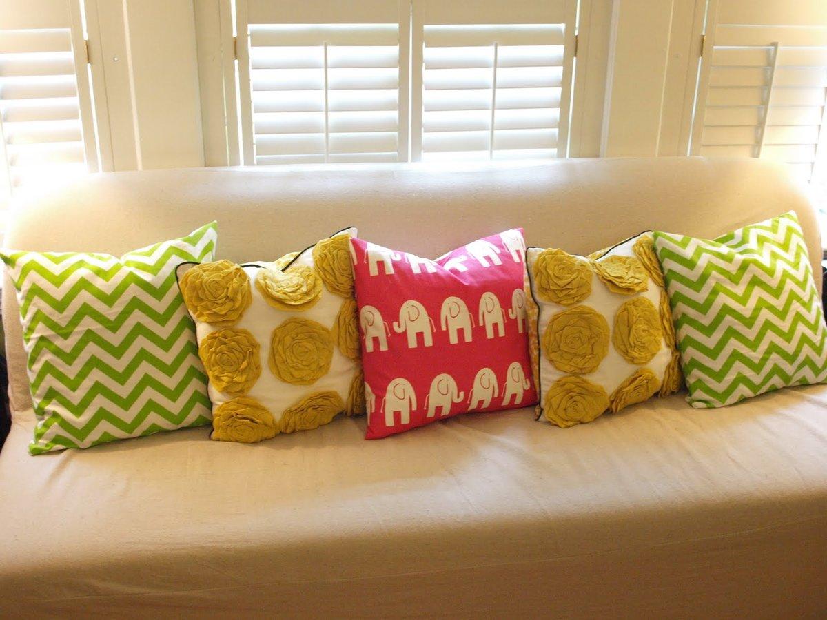 Декоративная подушка для дивана своими руками 8