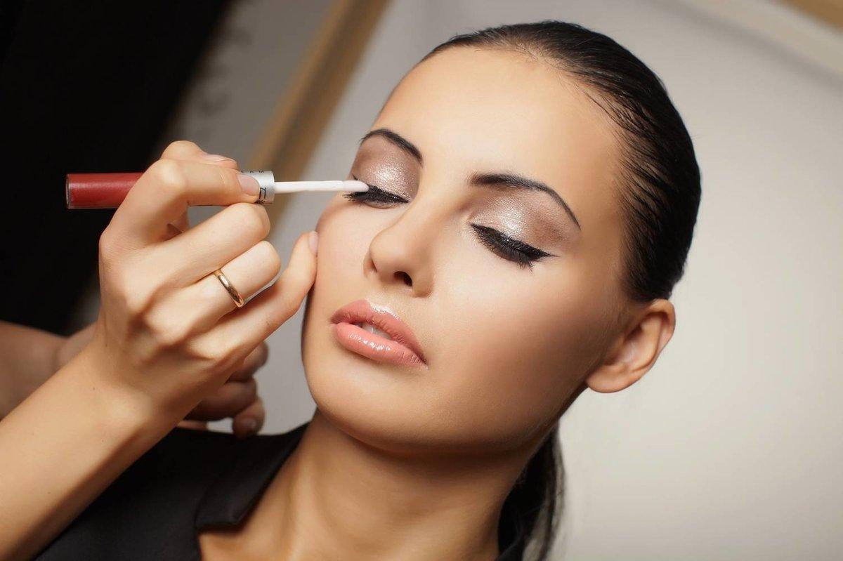 Как научиться самим наносить макияж