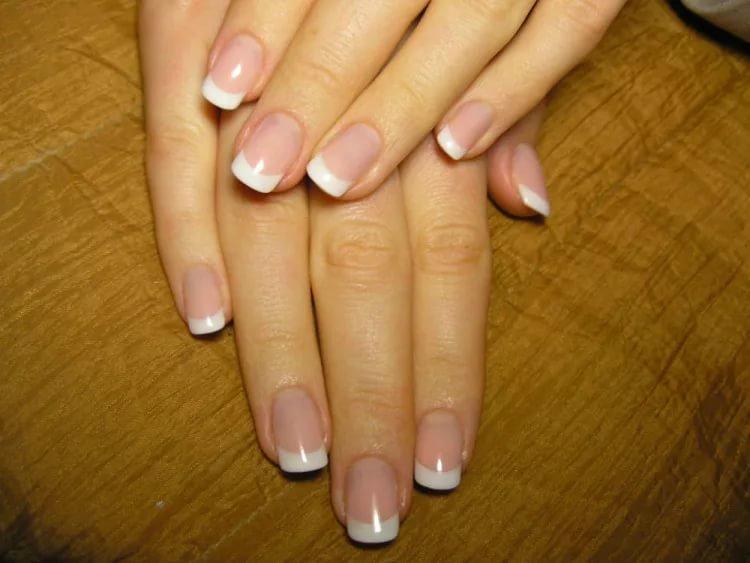 Нарощенные короткие ногти французский маникюр