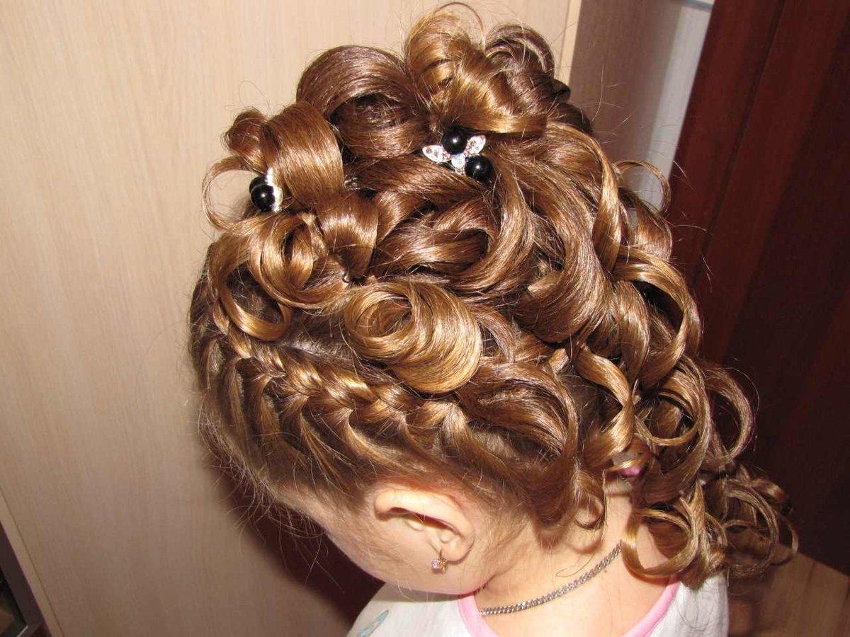 Красивые причёски для девочек на выпускной в детский сад