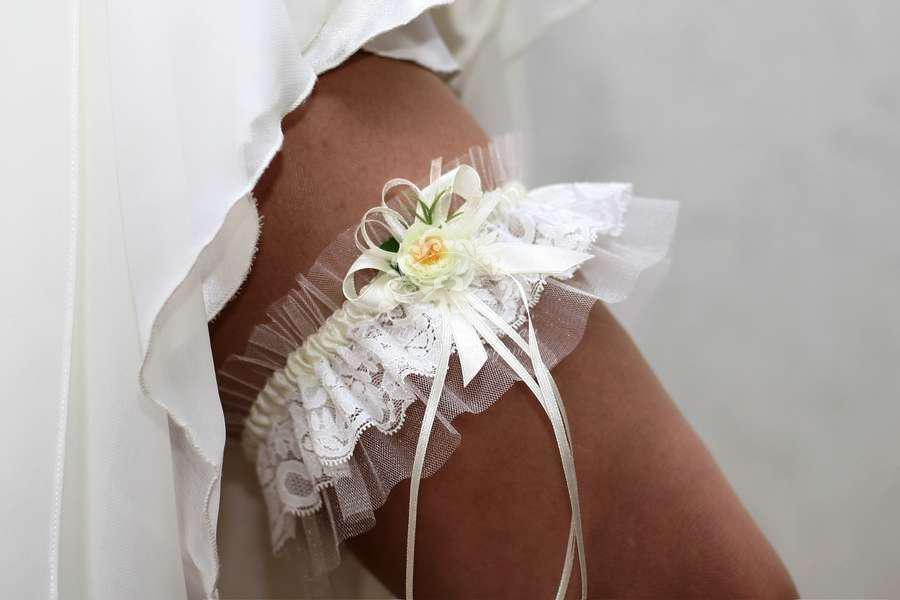 Своими руками сшить свадебную подвязку 75