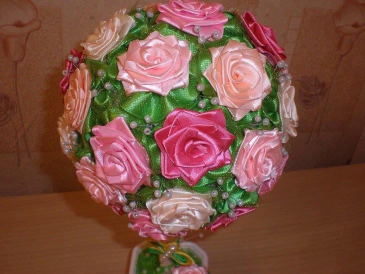Топиарий из розы из атласных лент своими руками