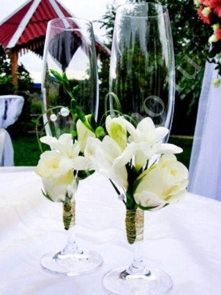 Бокалы с живыми цветами на свадьбу