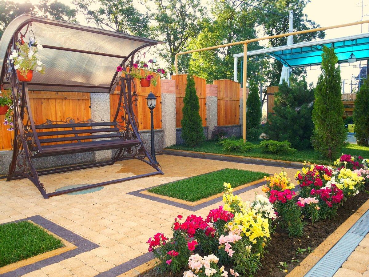 Как красиво благоустроить двор частного дома фото своими руками 54